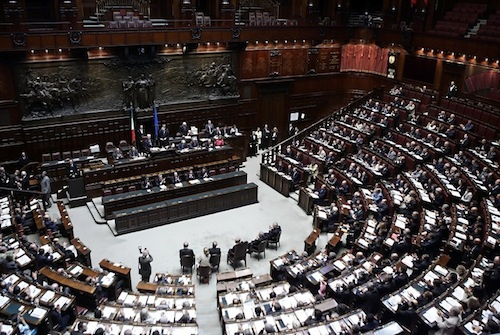 Iphones and ipads take over the italian parliament for Parlamento montecitorio